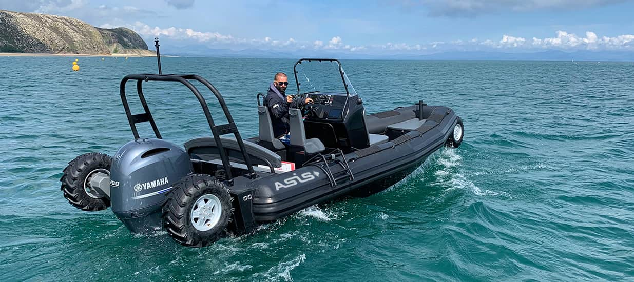 amphibious craft 7.1m in the water