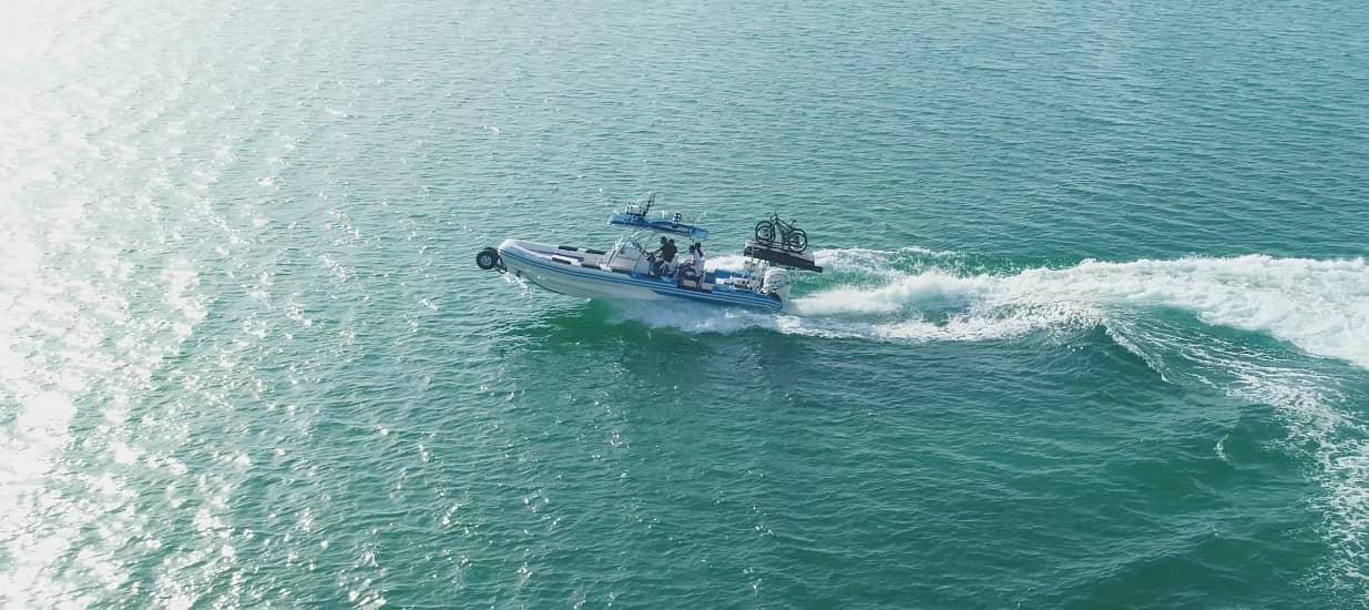 asis amphibious boat cruising