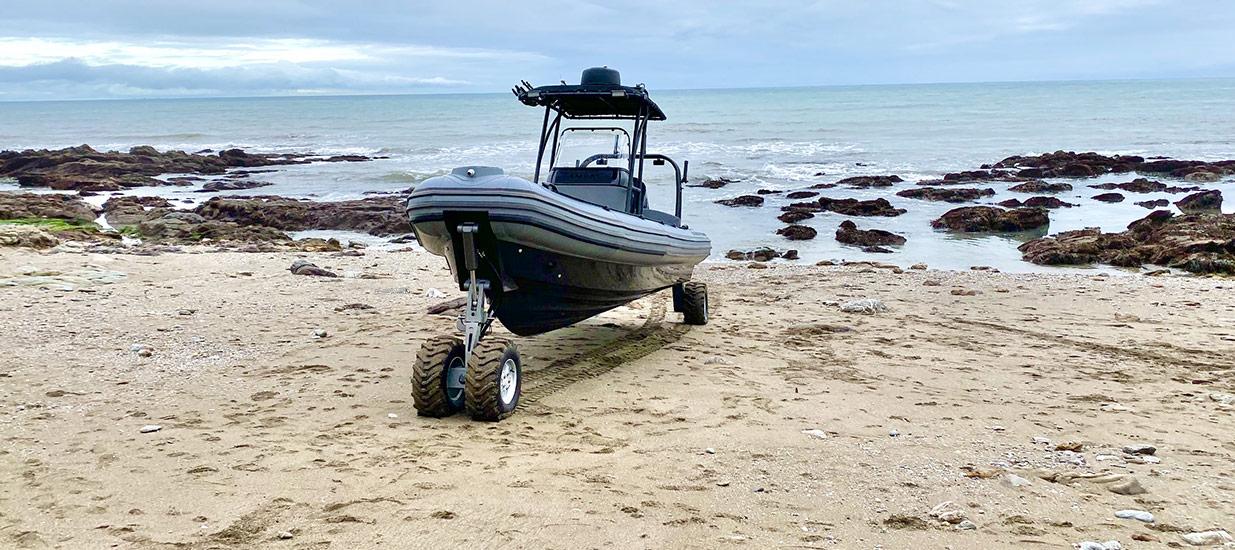 Amphibious-boat-on-land-8.4m