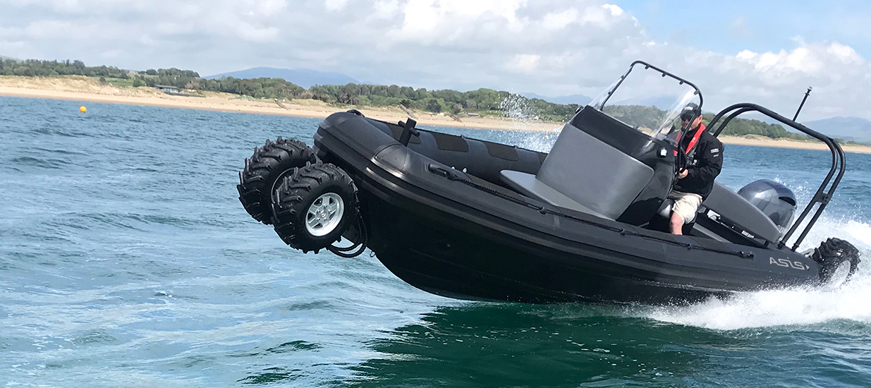 amphibious-boat-in-the-water-7.1m